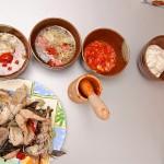 Ciorbă de peşte şi mujdei cu roşii coapte
