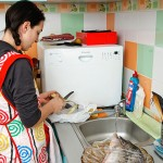 Se curăţă şi se spală legumele pentru ciorbă