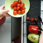 Adunăm legumele înfrânte şi coapte.