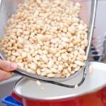 Se pune la fiert cu bicarbonat, apă şi legume