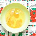 Ouă înainte de batere (gătitul e tare violent).