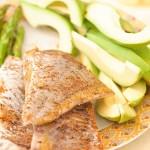 Cod negru fript, sparanghel, avocado.