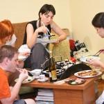 Rux, Dan, Ioana, Cătălina şi podul de sushi