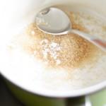 Într-o crăticioară se pun zahărul, sarea...