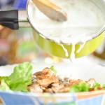 Turnăm deasupra nişte sos de gorgonzola
