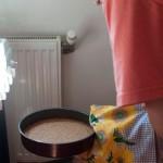Se scoate blatul din cuptor şi se ţine la răcoare.