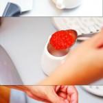 Se pune într-un vas mic împreună cu 2- 3 linguri de sos gros de tomate şi frunze de busuioc.