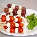 Mozzarella e pomodoro si gorgonzola e uva
