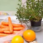 Morcovi, portocale, usturoi şi o tufă de cimbru