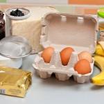 Ouă, banane, unt, zahăr pudră, dulceaţă de afine, miere, toast franţuzesc...