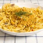 Spaghetti con acciughe e pangrattato