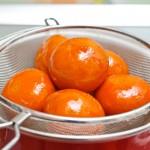 În a şaptea zi, mandarinele se scot din siropul rece...