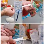 În vasul în care este făina se pun pe rând zahărul vanilat, bicarbonatul, cardamonul.