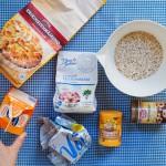 Ingredientele pentru biscuiţii de ovăz: fulgi de ovăz, făină, unt, zahăr, smântână dulce.