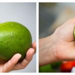 Tăiem fructele de avocado în două şi le scoatem sâmburii