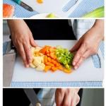Se taie cartofii în cuburi, prazul şi morcovii rondele.