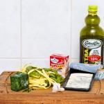 Ingredientele de care avem nevoie: paste, gorgonzola, spanac, smântână de gătit, ulei de măsline şi usturoi