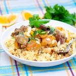 Tocană marocană de miel cu caise şi cous-cous cu fructe confiate