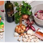 Următoarele ingrediente stau la rând: ciuperci, şuncă, iar ceapă şi iar usturoi.