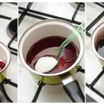 Pentru siropul de vin şi ciocolată se amestecă toate ingredientele şi se pun pe foc cam 15 minute, până se îngroaşă.