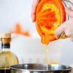 Punem sucul de portocală într-o crăticioară