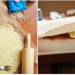 Foaia de aluat se aşează cu tot cu coala de hârtie peste formele de tartă şi apoi...