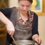 Andreea pregăting risotto.