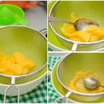 Se scurg bucăţile de mango apoi se trec printr-o sită pentru a se obţine piure.