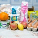 Griş, mălai, lapte, oouă, brânză dulce, zahăr şi alte bunătăţi, în aşteptare.