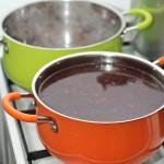 Se înfierbântă supa şi se pune pasta miso. Se amestecă.