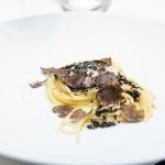 Spaghete cu trufe negre şi ricotta pentru doamna care nu mânca peşte.