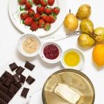 Pere, ciocolata, dulceata de trandafiri, capsune, unt, zahar brun.
