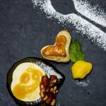3. Ioana Grecu- Inghetata din branza de capra si iaurt cu mango si ananas coapte, patiserie pufoasa, coulis de ananas si alune de padure si migdale caramelizate in miere