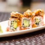 Maki roll cu avocado şi castravete, în carpaccio de waygu, foie gras pe plită